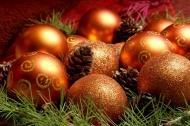 一堆圣诞彩球图片