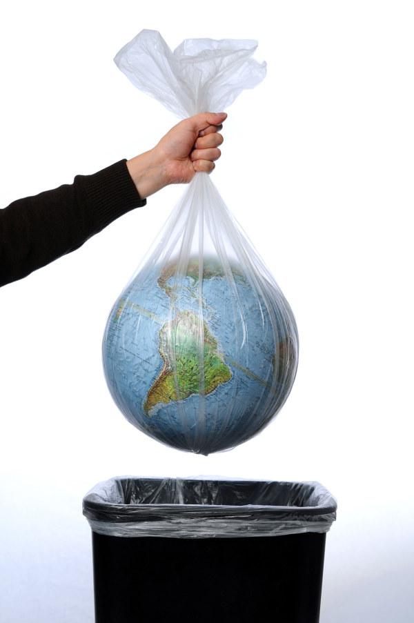 把地球扔进垃圾桶-素彩图片大全