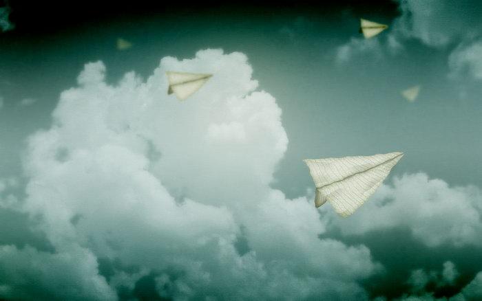 天空飞翔的纸飞机天空美景图片