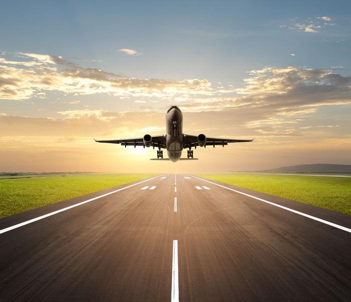 飞机起飞图片,飞机起飞,飞机跑道,公路,夕阳,晚霞,草地,交通工具,交通