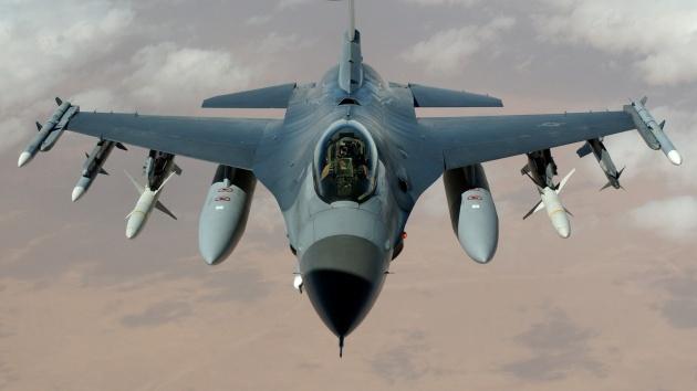 战斗飞机图片-素彩图片大全
