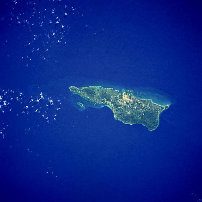 海洋岛屿航拍图片-素彩图片大全