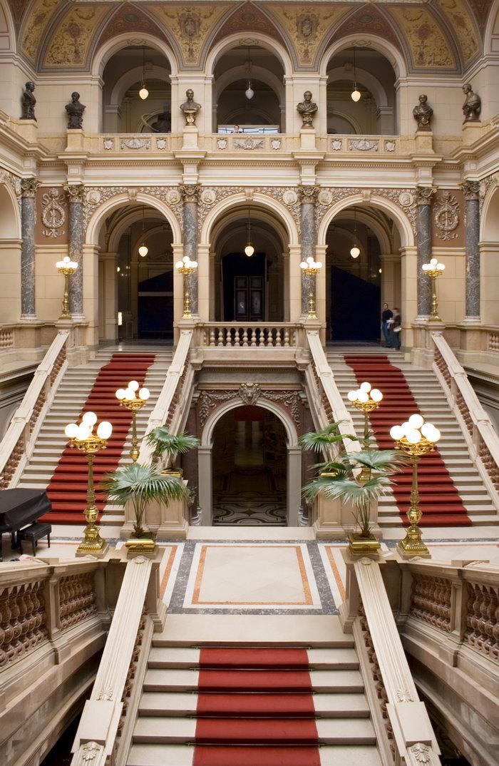 豪华欧式复式大厅建筑设计图片