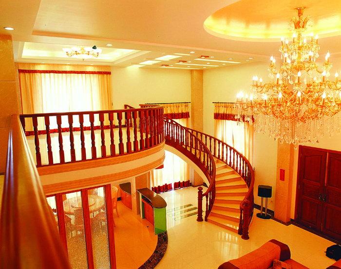 室内旋转楼梯图片-素彩图片大全