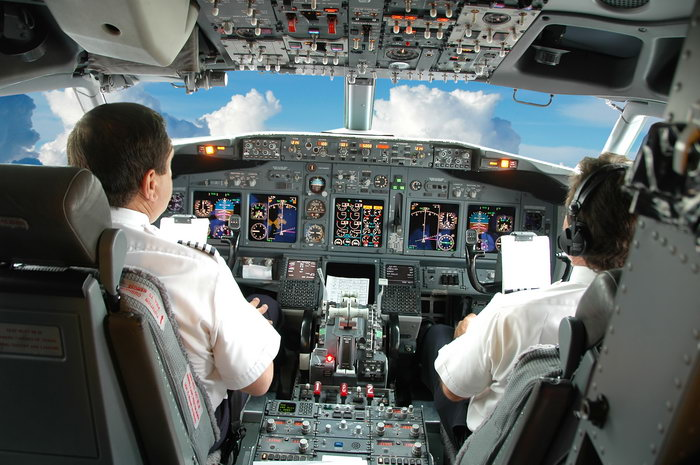 飞机机长图片-素彩图片大全