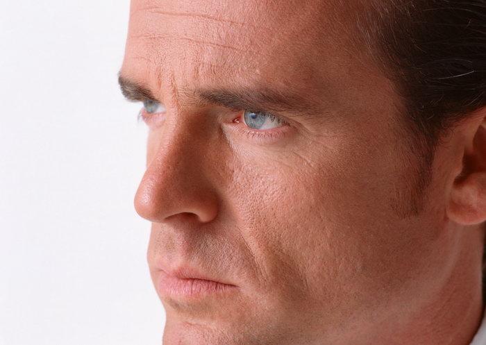 男人脸部表情图片