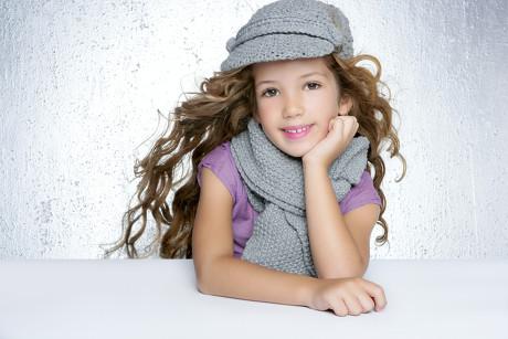 可爱小女孩图片-素彩图片大全
