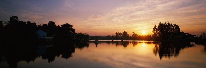 夕阳园林山水风景图片-素彩图片大全