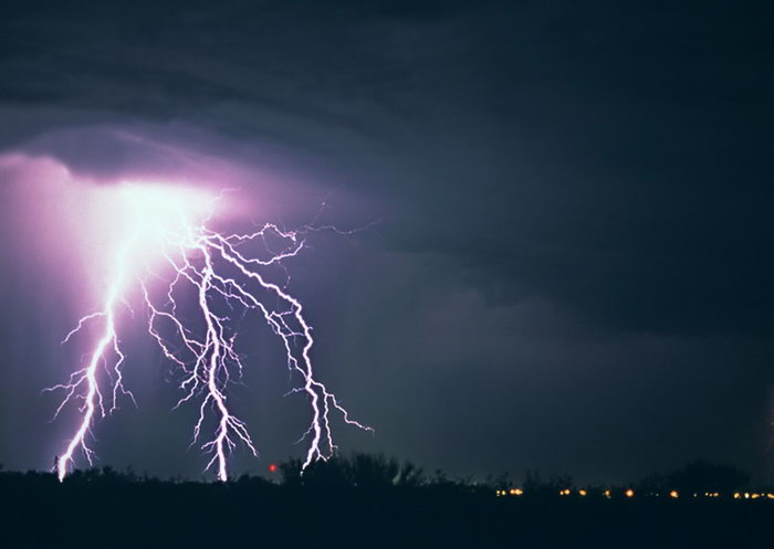 闪电雷电乌云美丽夜景图片-素彩图片大全