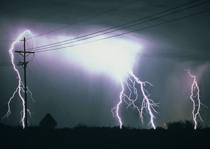 闪电雷电美丽夜景图片-素彩图片大全