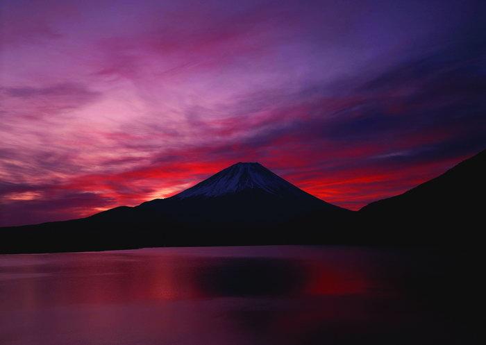 晚霞下山水风景图片