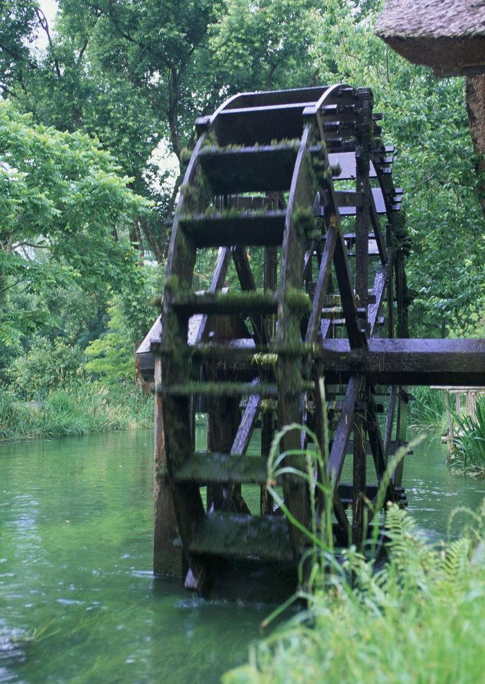 水车河流图片 素彩图片大全