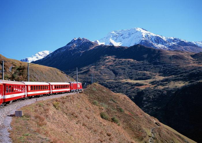 雪山脚下的火车图片,雪山脚下的火车,自然风景,山水景观,2950x2094