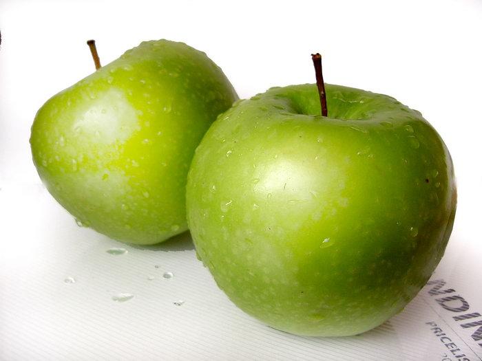 两个青苹果图片-素彩图片大全