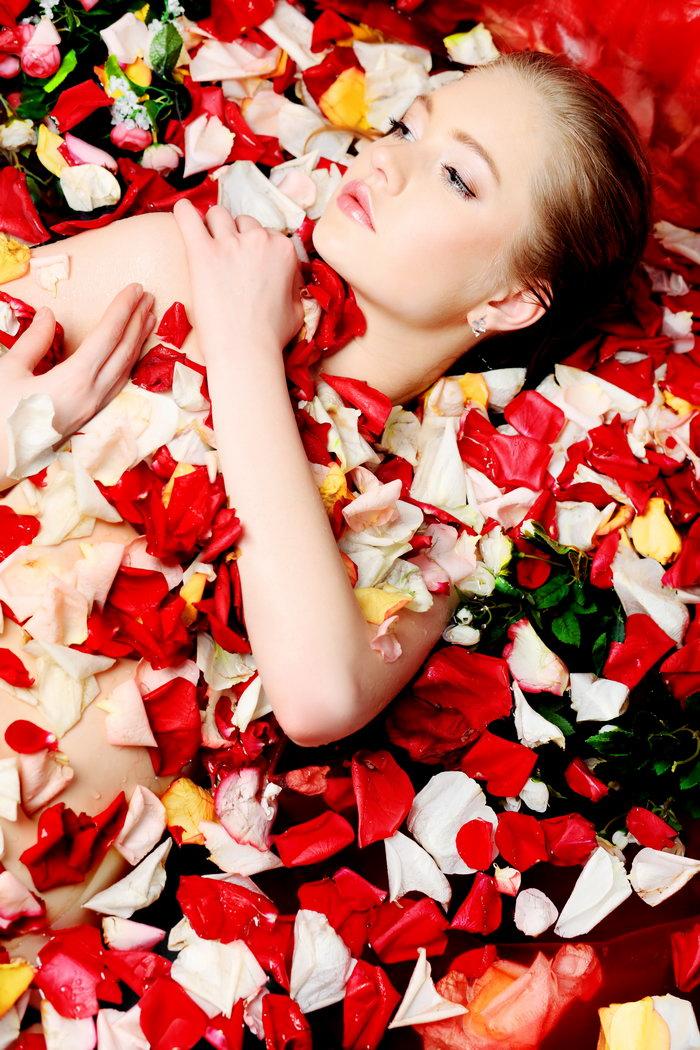 玫瑰与美女图片