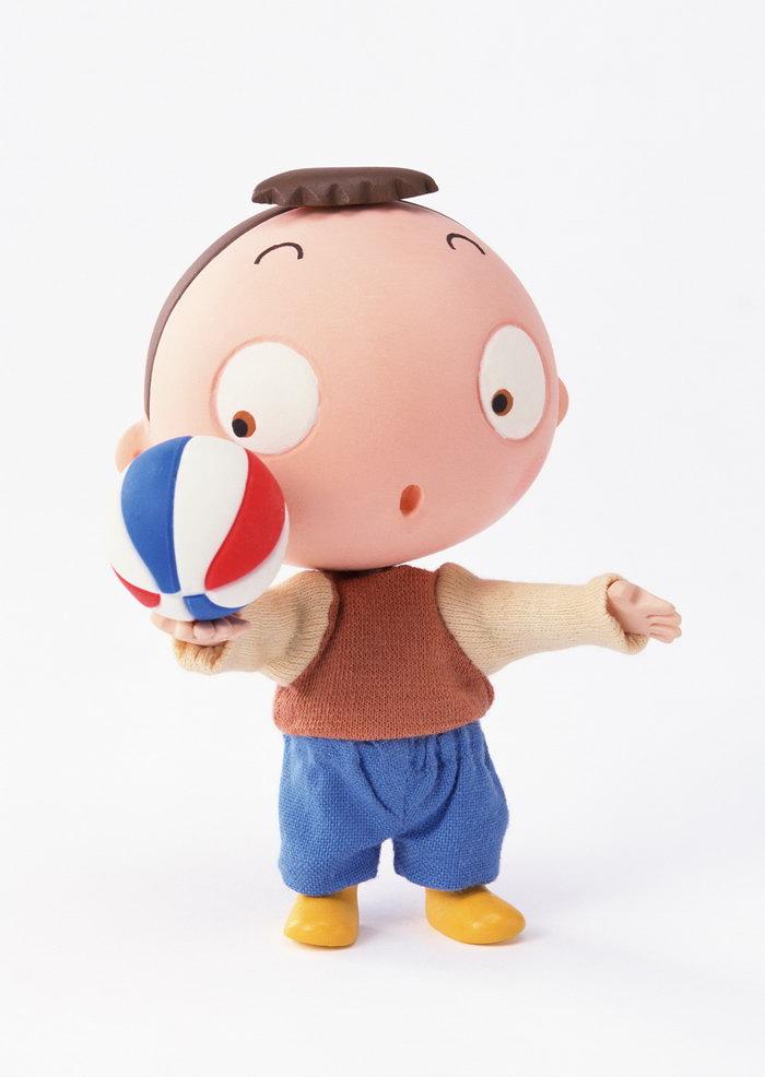 卡通小男孩玩排球图片
