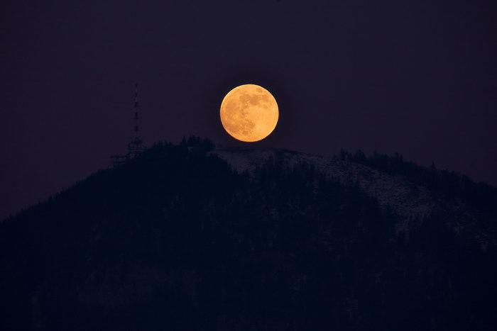 月亮天空美景图片,月亮,天空,摄影,风景,3945x2630像素