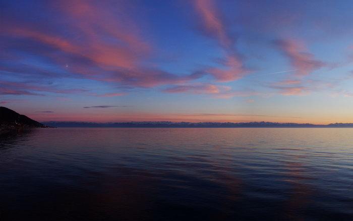 平静海面大海风景风光图片