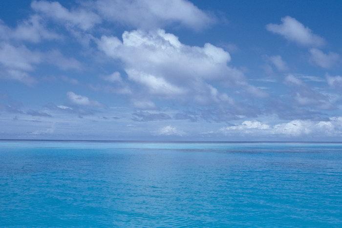 海天一色大海风景风光图片