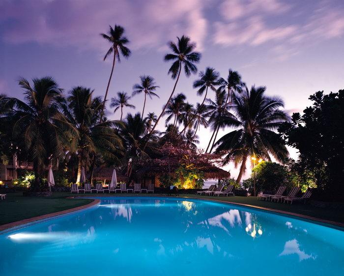 夏威夷椰树林蓝色泳池大海风景风光图片-素彩图片大全