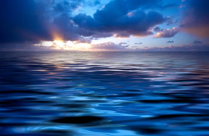 深蓝色的大海大海风景风光图片