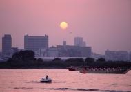 江滩日落图片