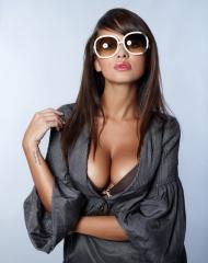 墨镜美女图片