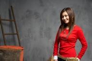 红衣女性图片